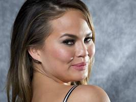 Model Chrissy Teigen Quits Twitter After Backlash for Bashing America