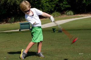 three-year-old one-armed golfer hits amazing 100-yard drives